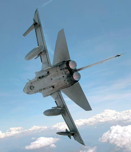 Самолет с изменяемой геометрией крыла