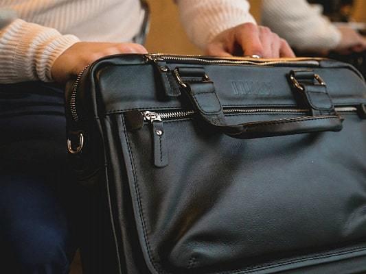 Можно ли провозить бритву в ручной клади в самолете