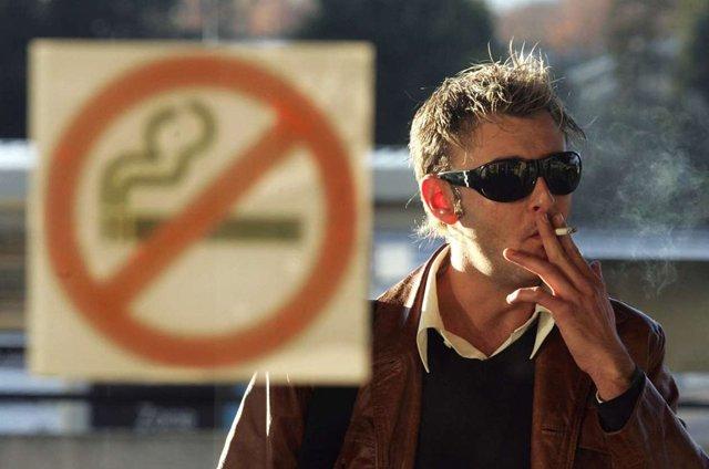 Курилка в Домодедово: где можно курить в аэропорту