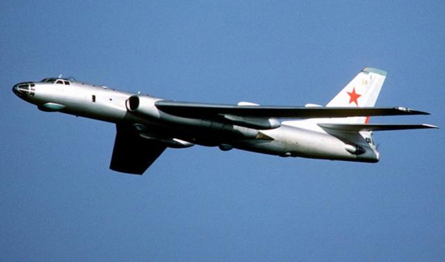 Самолет Ту-16: фото бомбардировщика