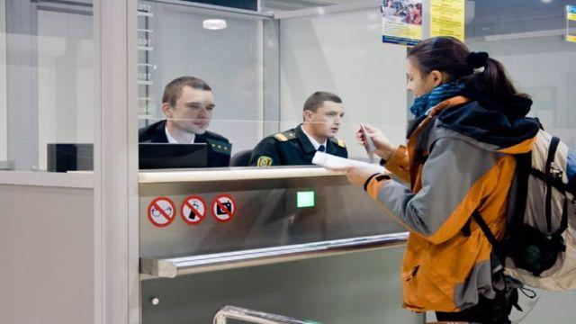 Пограничный контроль в аэропорту
