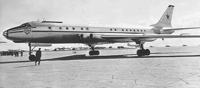 Самолет Ту-136: фото