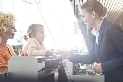 Со скольки лет можно летать на самолете без сопровождения