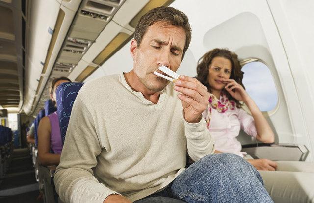 Можно ли провозить сигареты в ручной клади в самолете