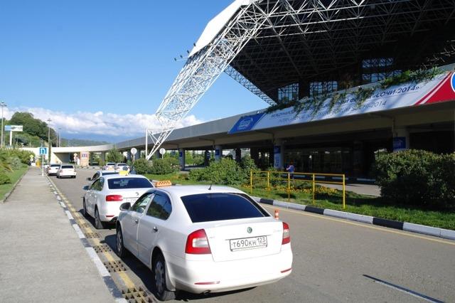 Как добраться до аэропорта Адлера из Сочи и обратно