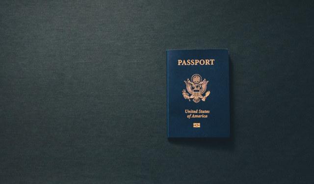 Можно ли лететь по загранпаспорту со старой фамилией