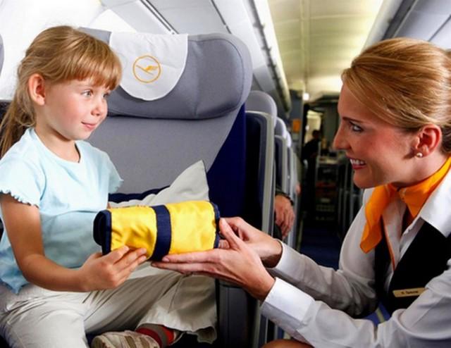 Сопровождение детей в самолете: сколько стоит услуга у Аэрофлота