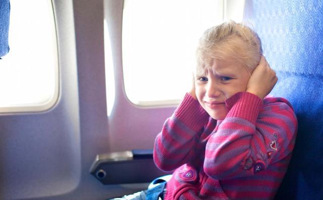 Почему закладывает уши в самолете