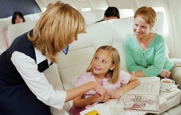 Как лететь с грудным ребенком в самолете: где лучше сидеть и как подготовиться к перелету
