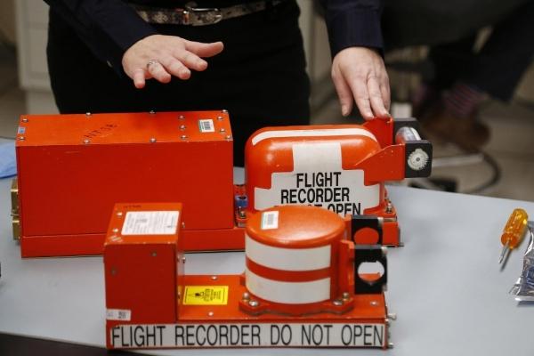 Что такое черный ящик в самолете: как выглядит, устройство