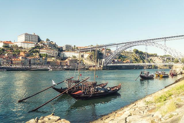 Сколько лететь до Португалии из Санкт-Петербурга