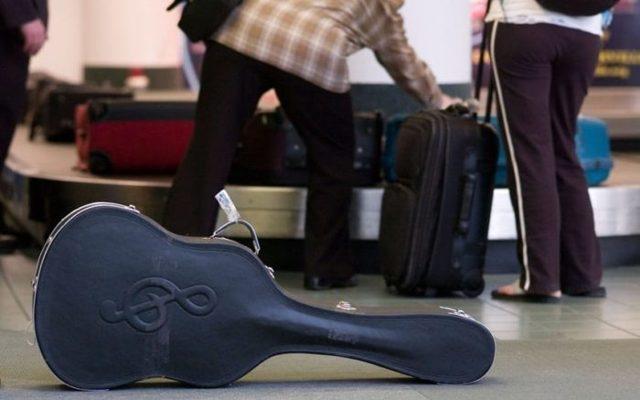 Как перевозить гитару в самолете
