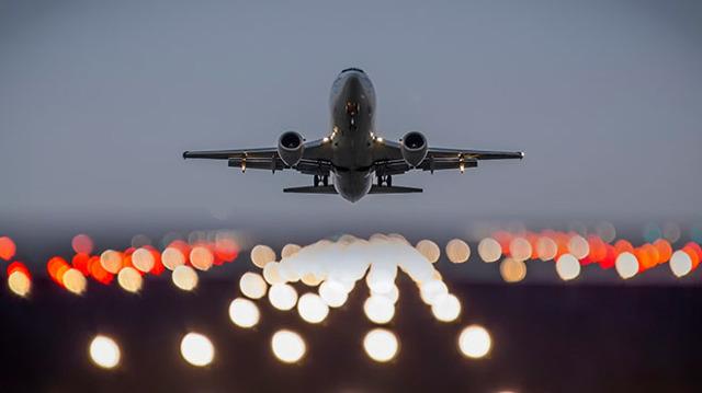 Почему летают самолеты: при какой скорости взлетают и как летают