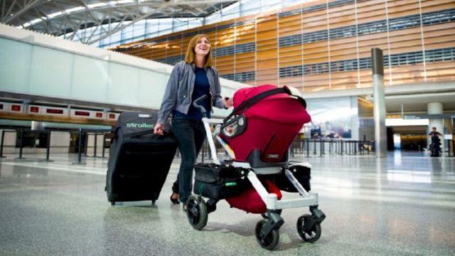 Как перевозить коляску в самолете: правила